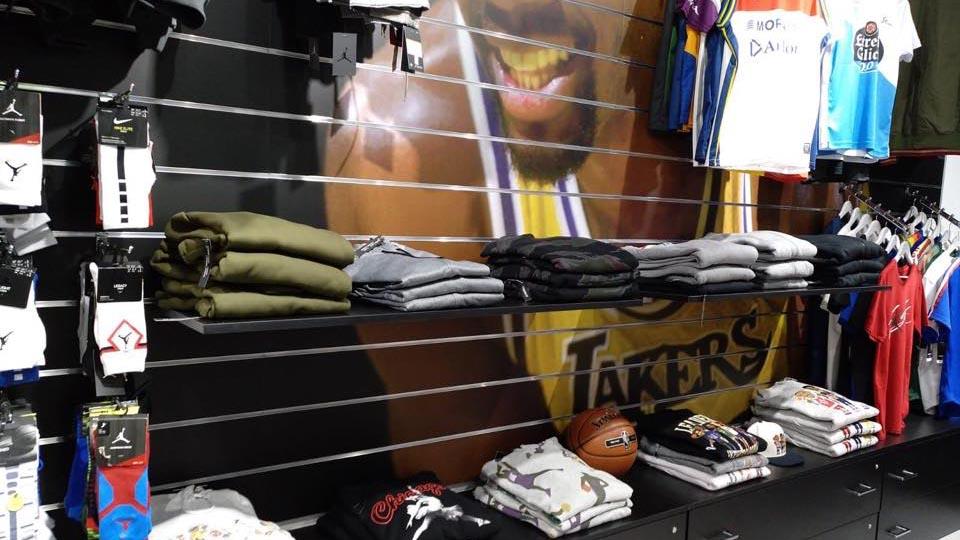 Nueva tienda de básquet en Marineda City