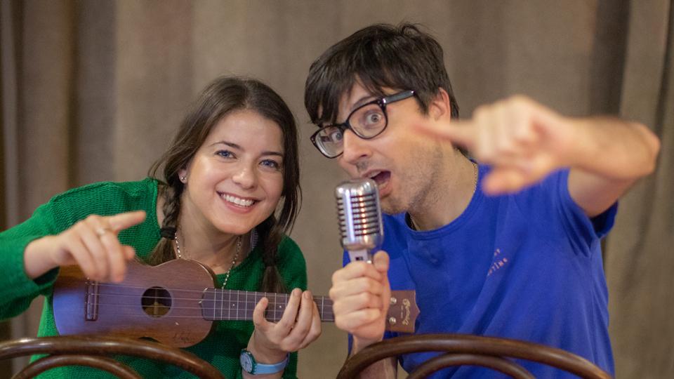 El periodista Javier Becerra y la cantante Carolina Rubirosa